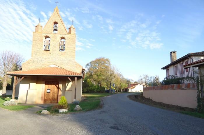Saint-Loube-Amades-2 - entrée de village avec l'église