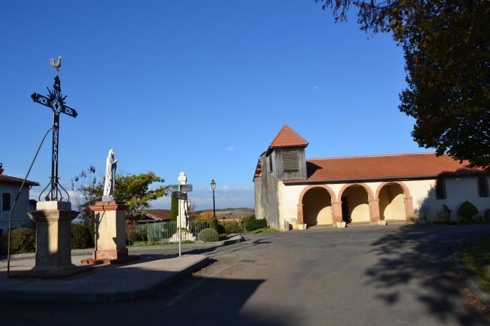 Saint-Soulan - L'église, la vierge et le monument aux morts