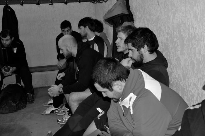 Rugby LSC - Arrivée dans le vestiaire, la tension monte...