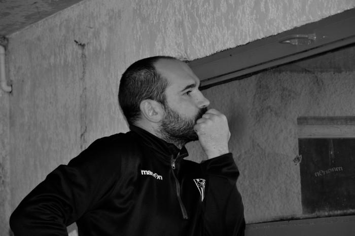 Rugby LSC - La causerie est terminée , Christophe reste concentré en visionnant l'équipe B