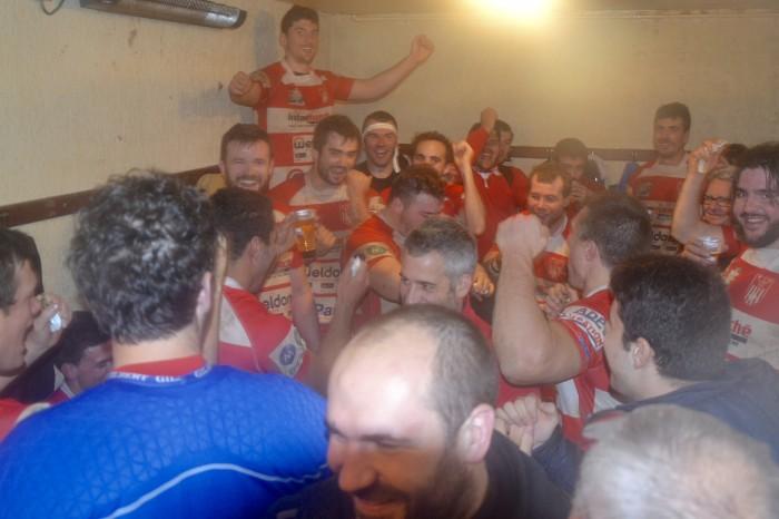 Rugby LSC - La bière coule à flot, c'est beau la victoire