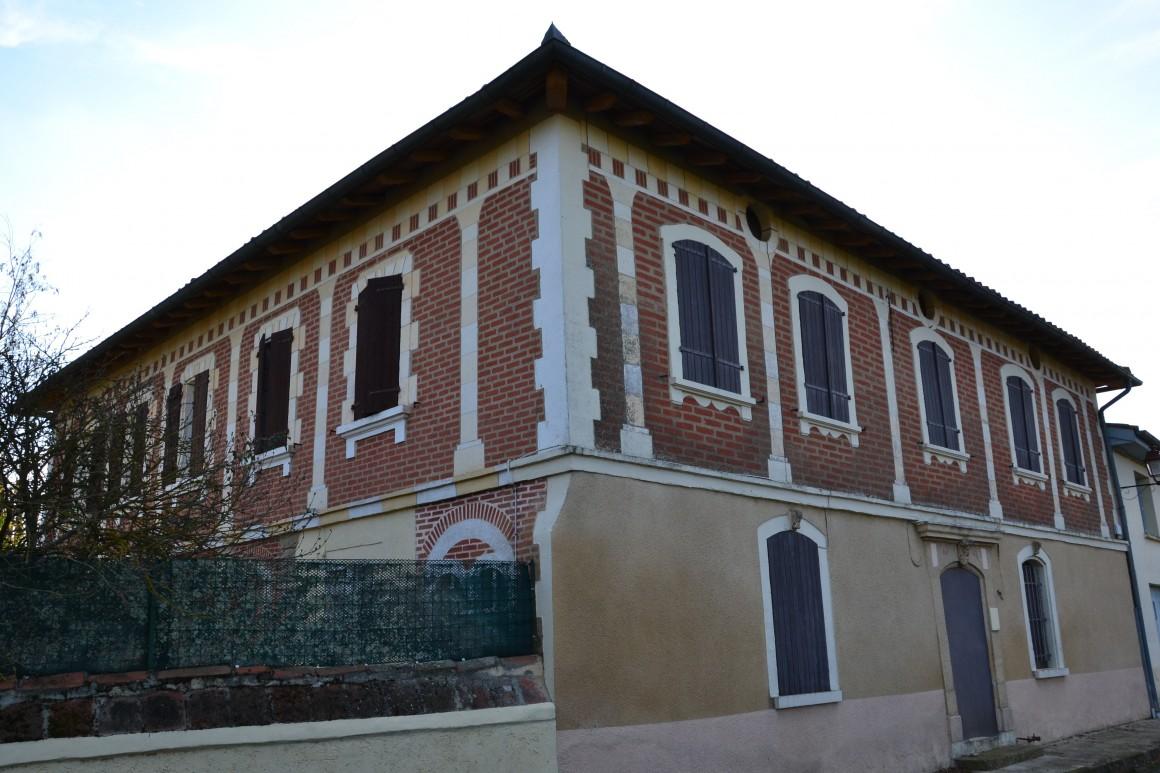 Laymont - Façade de bâtisse en centre bourg