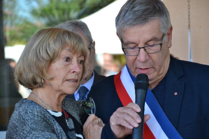 Ecole de Monblanc - octobre 2017 - Yvette Ribes et l'actuel maire Alain Gateau unis dans le chagrin
