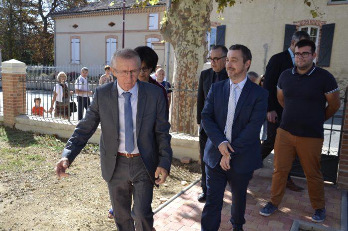 Logement communal restauré - Polastron septembre 2018 - Alain Laffiteau invite le secrétaire général de la préfecture, Guy Fitzer, et les élus, dans une visite du logement rénové.