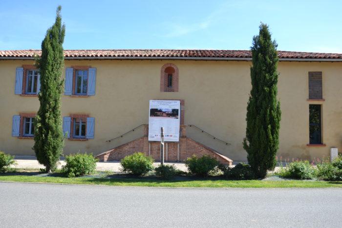 ALAE/ALSH CAZAUX - La façade visible de la rue du bâtiment rénové