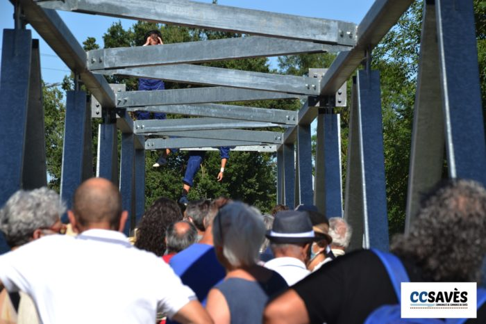 Lombez- Un été dans le Savès juillet 2021-9 - Un public dubitatif devant les acrobates