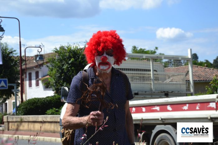 Lombez - un été en Savès juillet 2021-2 - Clown maléfique manieur de martinet